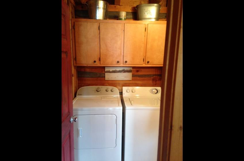 Washer/dryer free for guests; towels & linens are provided